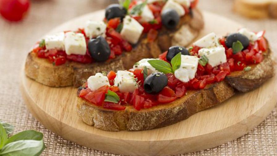 Bruschetta al Pomodoro e Olive Miste